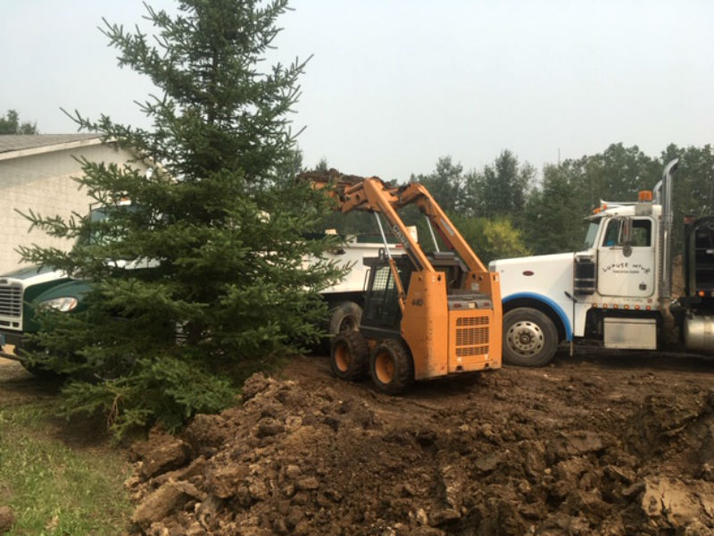 01-landscaping_bobcat_services_snow_removal_top_soil_alberta_parkland_county